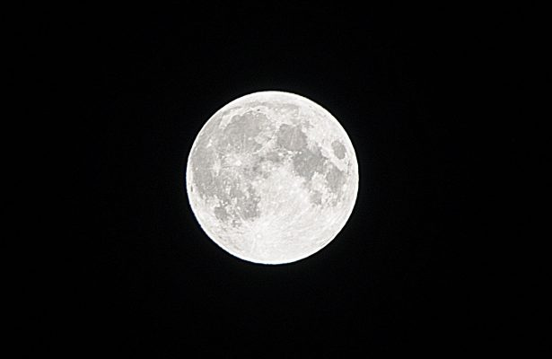 """Insólita """"Luna Negra"""" aparecerá este viernes ¿Será acaso el fin del mundo?"""
