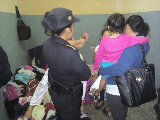 Abandonan a dos menores en La Cholla