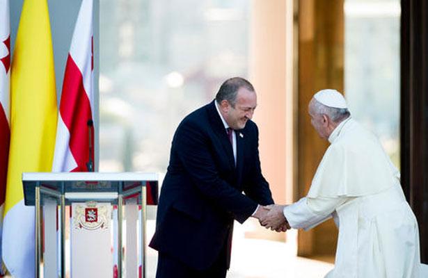 Papa Francisco implora fin de la devastación en Iraq y Siria