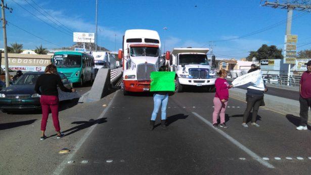 Bloquean Periférico Sur, exigen puente peatonal