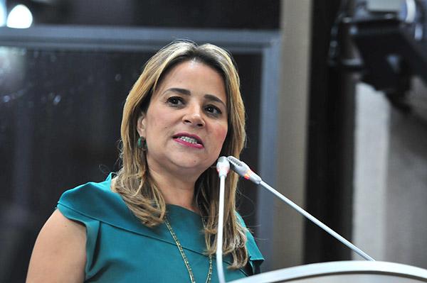 Solicita Flor Ayala 10 mdp