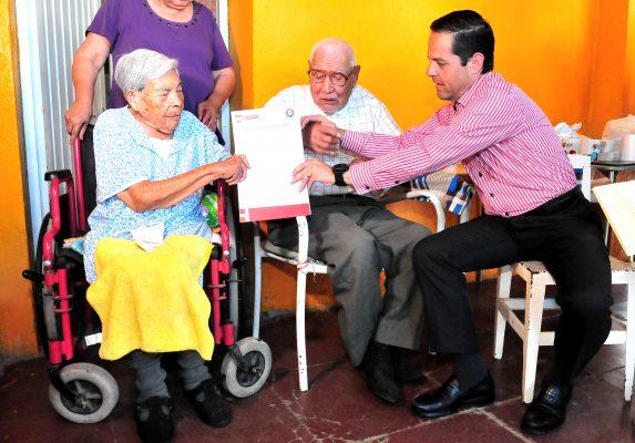 Ofrecen a adultos mayores certeza jurídica