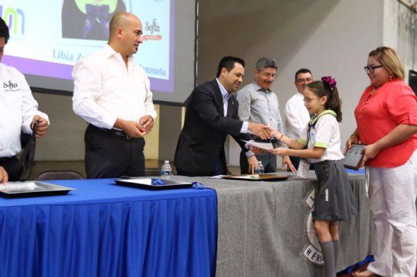 Galardona SEC a estudiantes de Sonora
