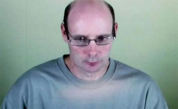 Pedófilo reclama peluca incautada cuando lo atraparon