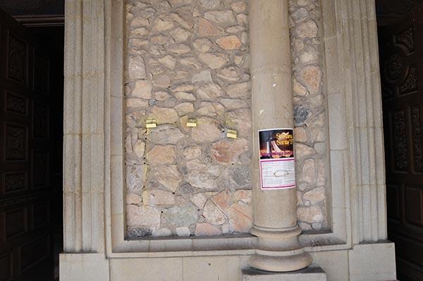 Roban busto del padre Jaime Salcido