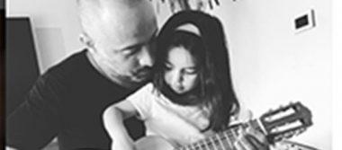 Mario Domm da clases de guitarra a Aitana Derbez