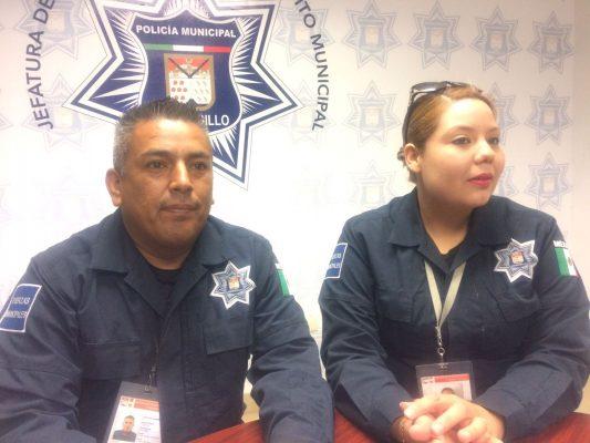 Policías salvan la vida de un menor