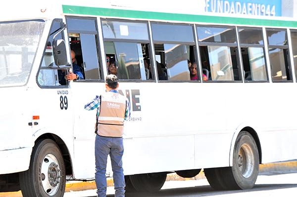 Agreden a camiones urbanos