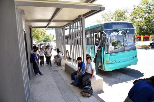 Incumple empresa constructora de parabuses en la ciudad