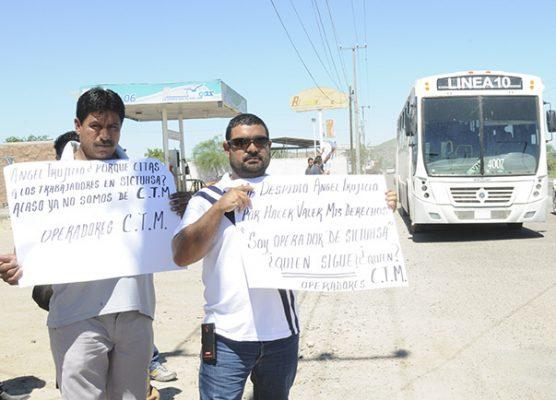 Protestan trabajadores de Sictuhsa en centro de pernocta