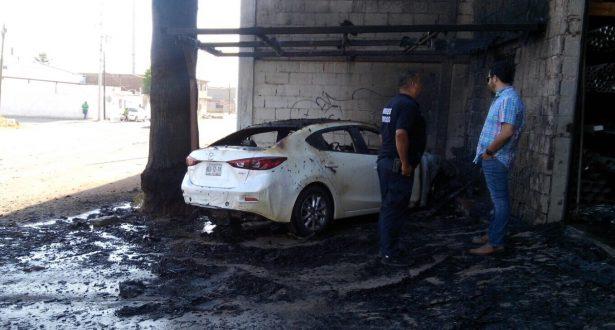 Arrasa fuego otro auto en la colonia Cuartel Zona