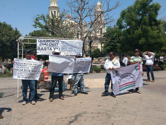 Protestan taxistas en Palacio; exigen concesiones