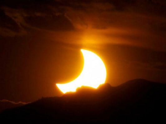 Invitan a ver el eclipse en el CEES