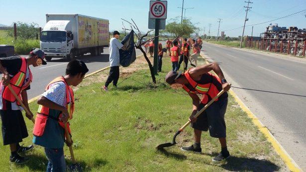Jóvenes infractores realizan trabajo comunitario