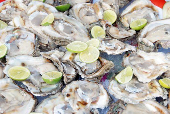 Piden evitar el consumo de marisco y pescado crudo