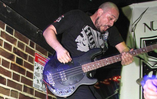 8C Bajista de la banda El Grito de Hermosillo
