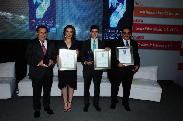 Otorgan premio a la filantropía Sonora