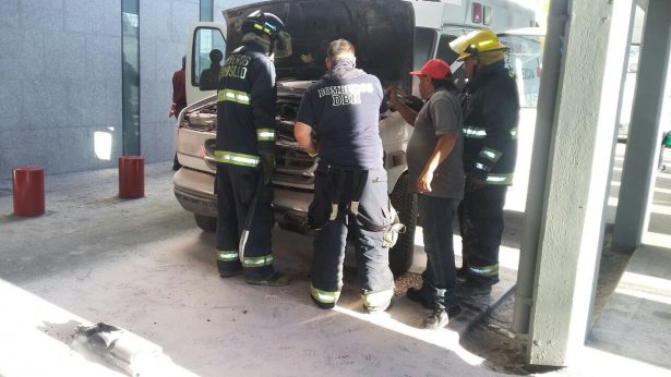 Sofoca Bomberos incendio en ambulancia