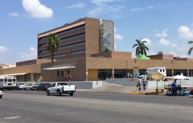 Hombre se arroja del tercer piso del IMSS en Ciudad Obregón