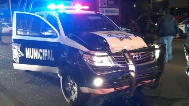 Huye automovilista tras chocar con una patrulla