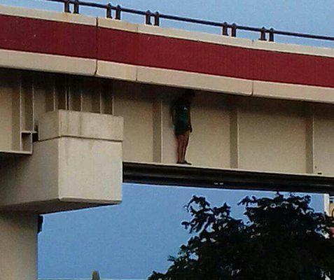Intenta mujer suicidarse