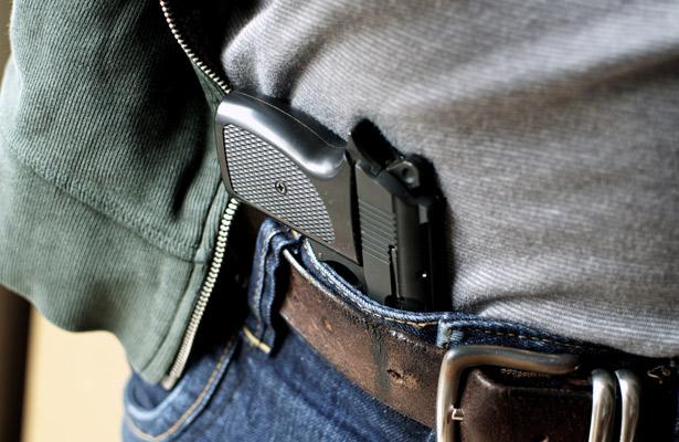 Agreden con arma a mujer en su hogar durante asalto