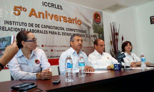 Persiste empleo con bajos salarios en Sonora: Solís Granados