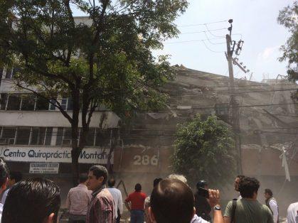 Suman 230 muertos por sismo