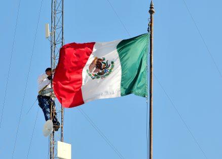 7A - FOTO 1- Arreglando la patria-Omar Carrazco (2)