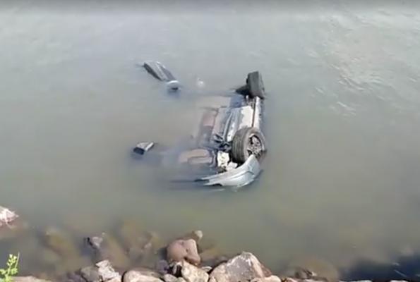 [Galería] Cae automóvil al Puente Douglas