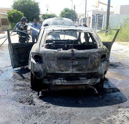 Se incendia vehículo