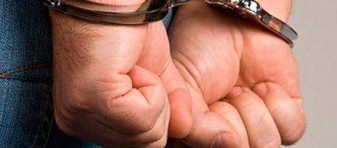 Persigue a ladrón que robó en su casa y autoridades lo detienen