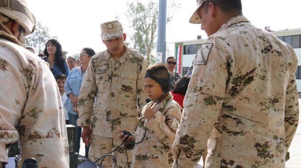 Militares cumplen deseo de niño de ser soldado