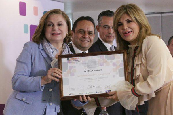 Reconocen a Claudia Pavlovich con el Premio a la Innovación en Transparencia