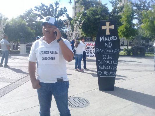 Protestan trabajadores del Ayuntamiento frente a Palacio