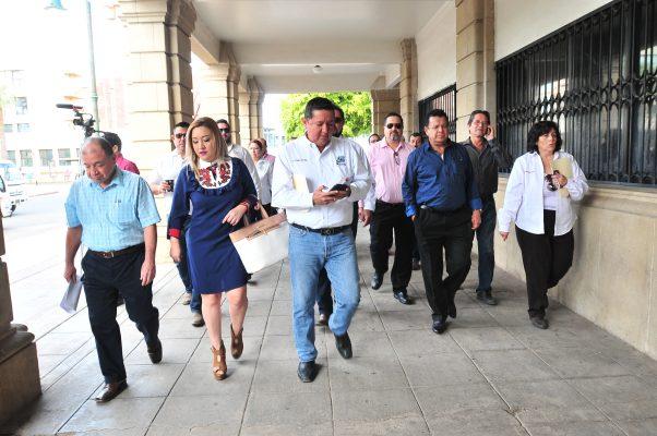Sindicatos piden a gobernadora atender exigencias