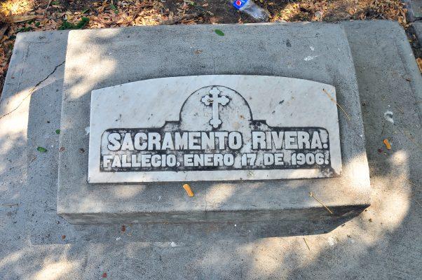 [Galería] Lápidas en el panteón Yáñez: tan antiguas que están olvidadas