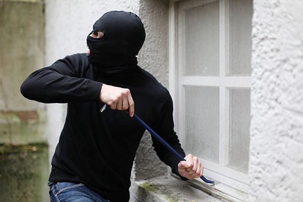 Visitan ladrones 2 negocios