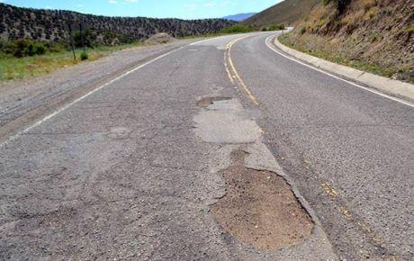 Gobernadora exige cumplimiento de contratos carreteros