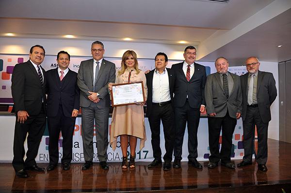Entregan a Gobernadora Premio en Transparencia