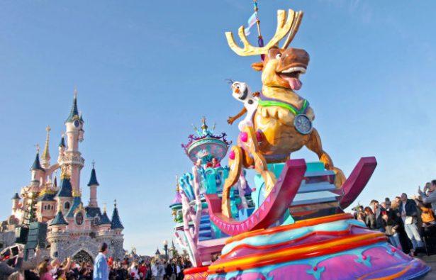 ¿Embrujado? Grupo de personas se enferman al visitar Disneyland