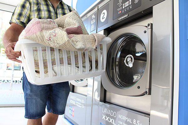 Saquean maleantes una lavandería