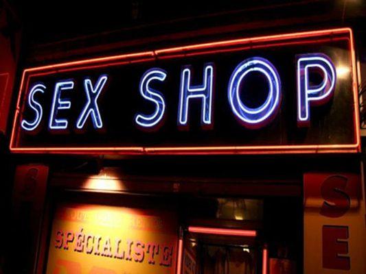 Atracan tienda para adultos