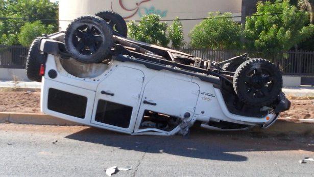 [Galería] Vuelca automóvil en el bulevar Enrique Mazón