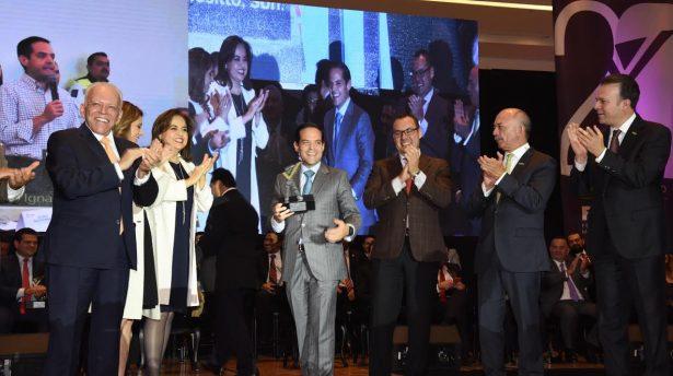 Entregan premio nacional al Alcalde Maloro Acosta