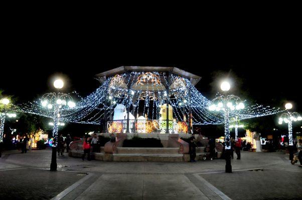 [Galería] Se ilumina la Navidad en la plaza Zaragoza