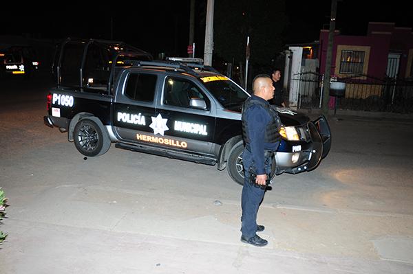 Golpean a una policía municipal