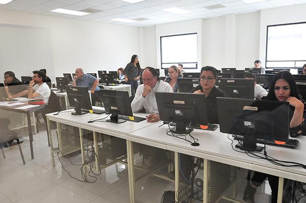 Numerosa evaluación a docentes de Sonora
