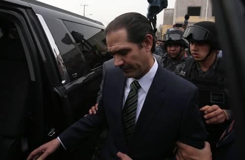 Otorgan a Guillermo Padrés auto de libertad