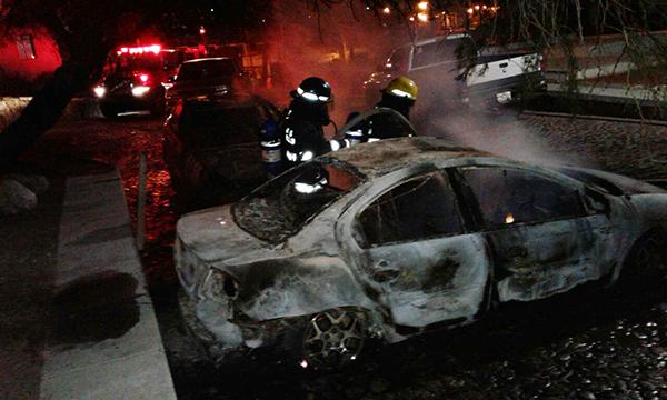 Arrasa fuego 2 autos